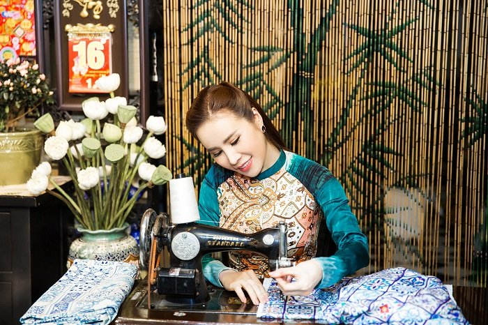 Hoa hau Hoang Dung yeu kieu trong ta ao dai don xuan hinh anh 5