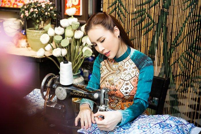 Hoa hau Hoang Dung yeu kieu trong ta ao dai don xuan hinh anh 2