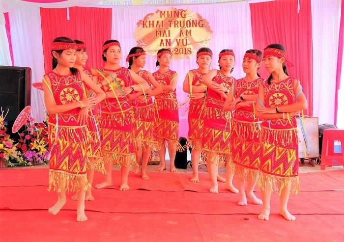 Nhac si Vu Thanh An khanh thanh mai am cho cac em nho tai Binh Phuoc hinh anh 3