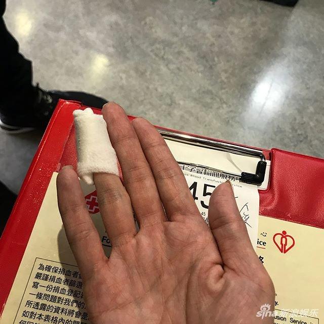 Truong Ba Chi hien mau cho nan nhan vu lat xe buyt o Hong Kong hinh anh 1