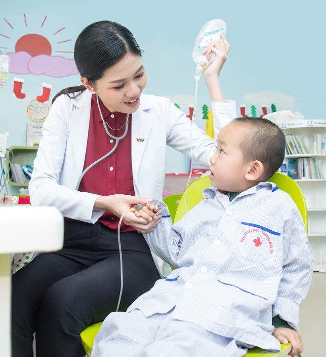 A hau Thanh Tu duoc chon lam MC ban tin cua VTV24 hinh anh 2