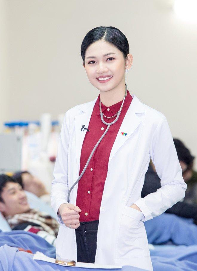 A hau Thanh Tu duoc chon lam MC ban tin cua VTV24 hinh anh 1