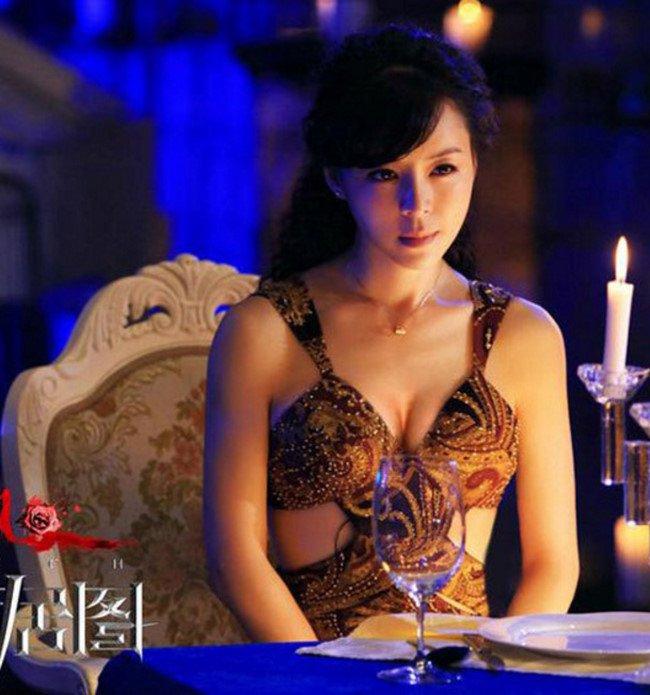 Hoa dan hau ruou dai gia: Vet nho got khong sach hinh anh 5