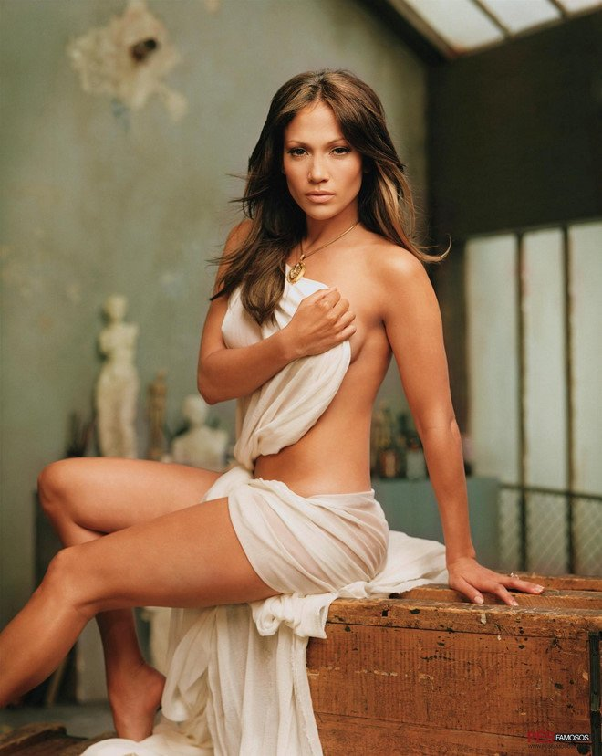 Jennifer Lopez tung bi mot dao dien ep coi ao pho nguc hinh anh 1