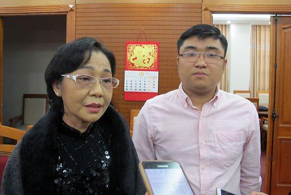 Chang trai Ha Noi 'tranh gianh' voi cac bac de duoc hien gan cho me hinh anh 1