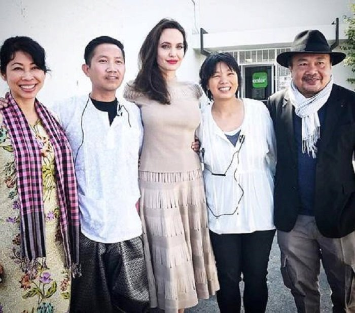 Angelina Jolie phu nhan hen ho voi doanh nhan bat dong san hinh anh 2