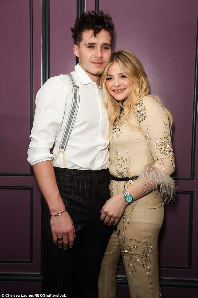 Con trai David Beckham chua chia tay Chloe Moretz da hon dam duoi mau Playboy hinh anh 2