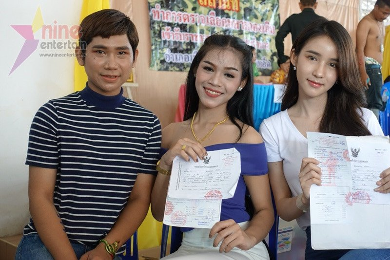 Thien than chuyen gioi Thai Lan lo lang khi kham nghia vu quan su hinh anh 6