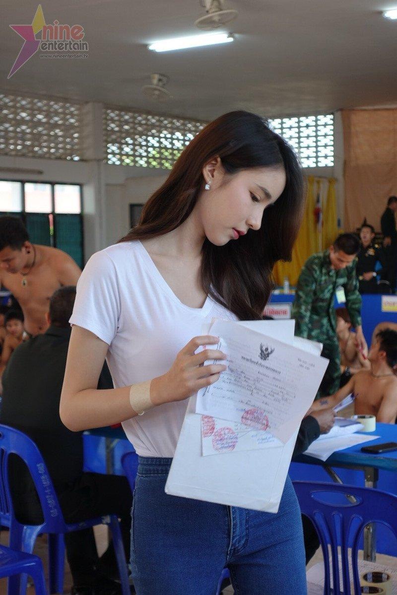 Thien than chuyen gioi Thai Lan lo lang khi kham nghia vu quan su hinh anh 5