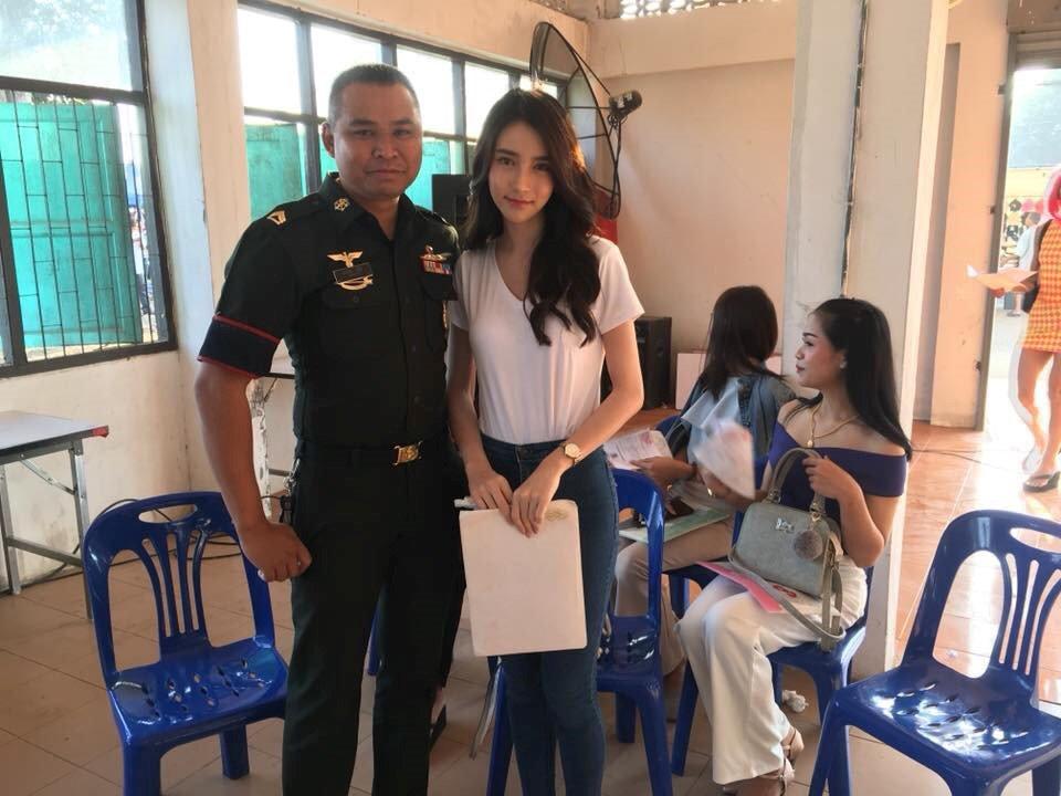 Thien than chuyen gioi Thai Lan lo lang khi kham nghia vu quan su hinh anh 7