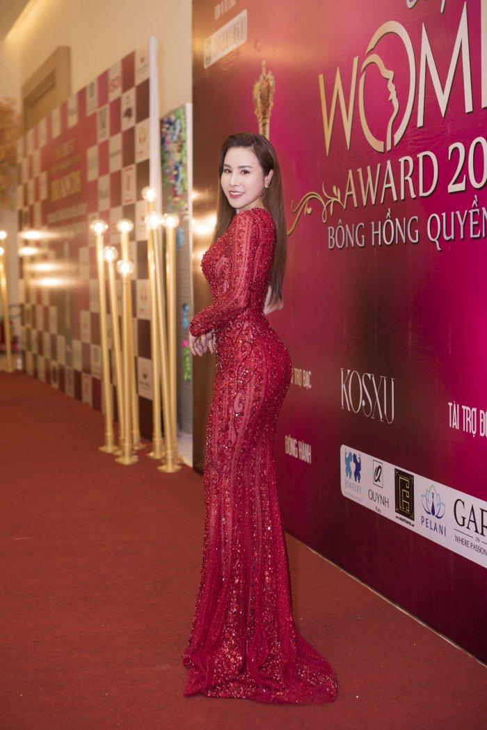 Hoa hau Hoang Dung khoe than hinh dong ho cat goi cam hinh anh 7