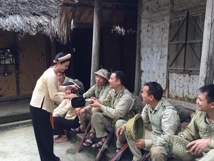 Sao mai Luong Nguyet Anh hoa thon nu don 'Bo doi ve lang' mung chien thang Dien Bien Phu hinh anh 1