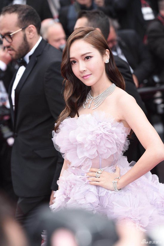 Loat my nhan Trung Quoc tu tin lo nguc phang tren tham do Cannes hinh anh 7