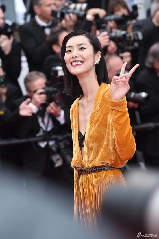 Loat my nhan Trung Quoc tu tin lo nguc phang tren tham do Cannes hinh anh 3