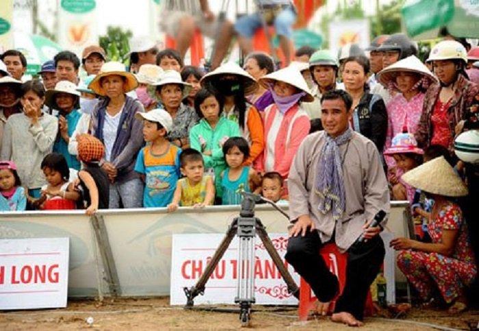 Nhung hinh anh chi co o Quyen Linh - MC binh dan nhat Viet Nam hinh anh 12