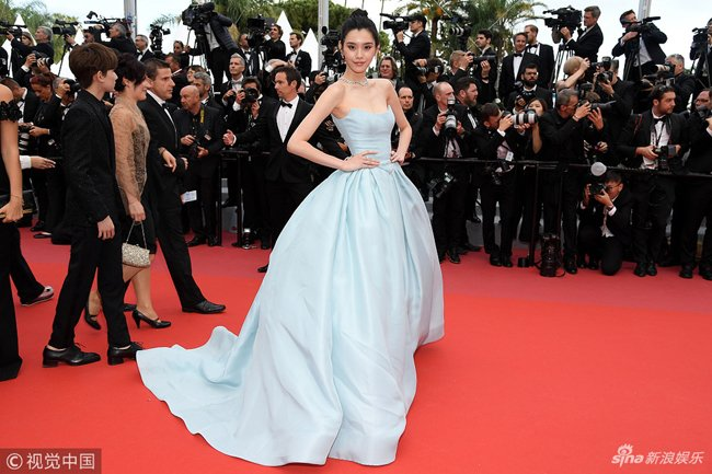 Loat my nhan Trung Quoc tu tin lo nguc phang tren tham do Cannes hinh anh 5