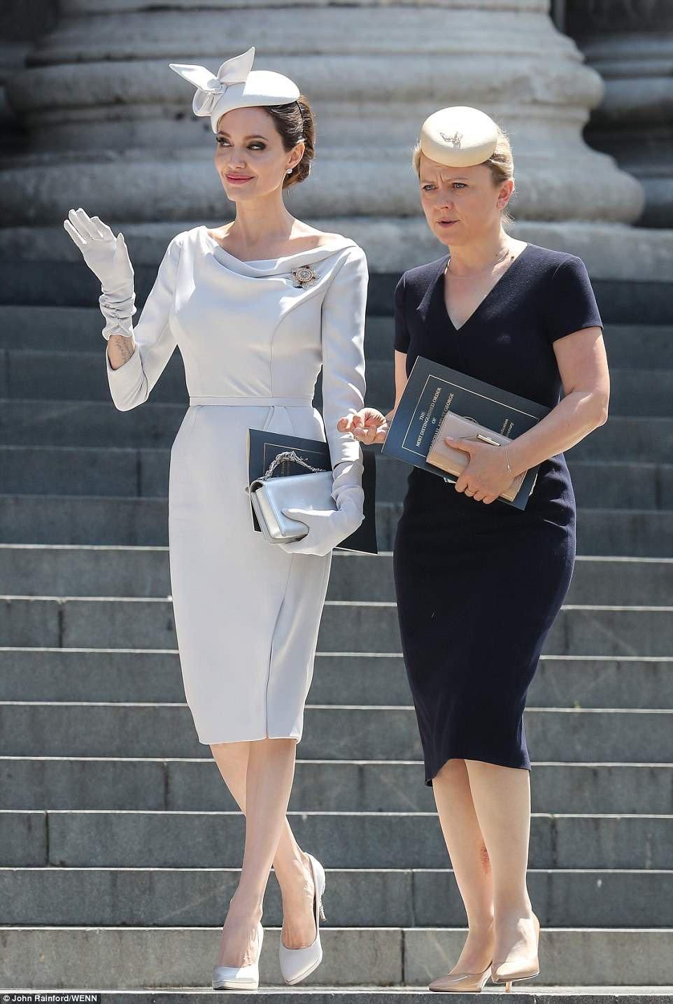 Angelina Jolie xuat hien quy phai nhung van gay guoc hinh anh 1