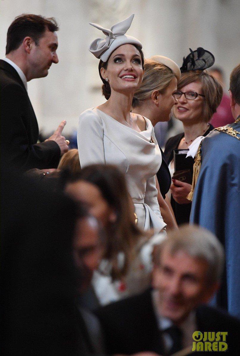 Angelina Jolie xuat hien quy phai nhung van gay guoc hinh anh 8