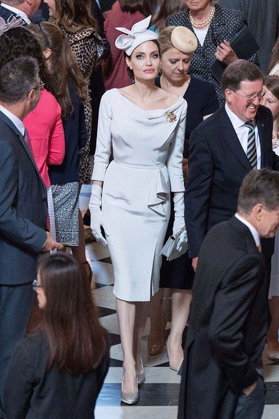 Angelina Jolie xuat hien quy phai nhung van gay guoc hinh anh 2