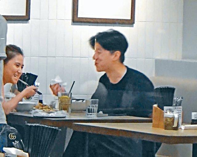 Con trai Thanh Long hen ho ai nu ty phu song bai hinh anh 3