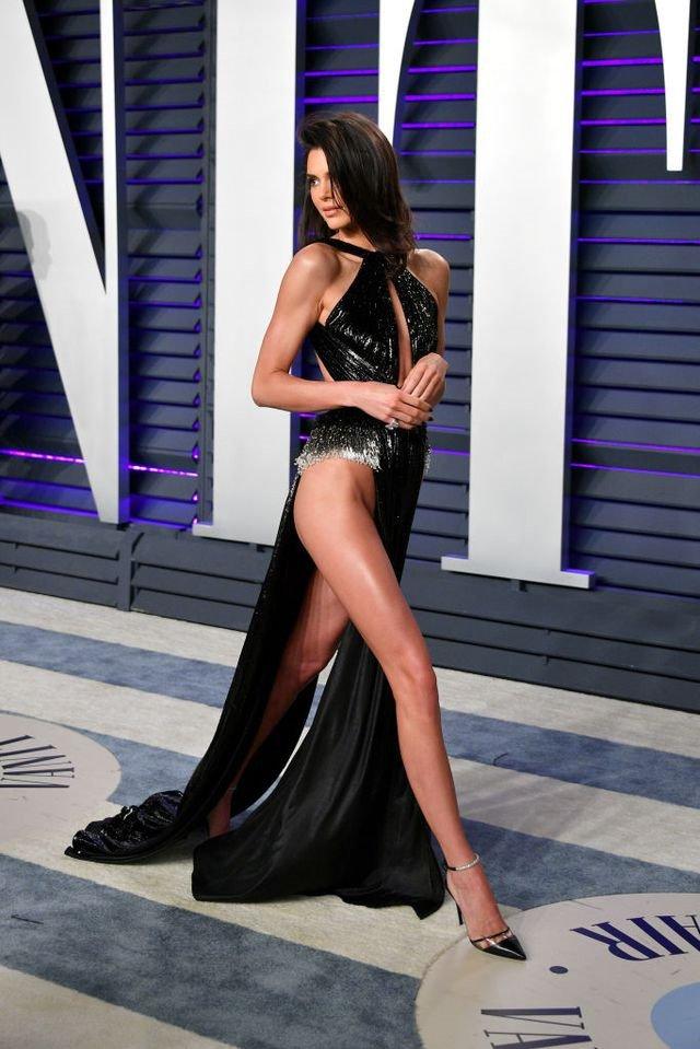 Sieu mau Kendall Jenner mac ho gay soc o tiec hau Oscar 2019 hinh anh 2