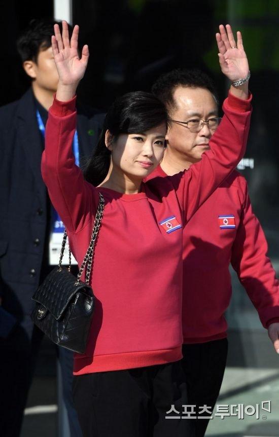 Nhan sac xinh dep cua nu ca si thap tung ong Kim Jong-un den Ha Noi hinh anh 7
