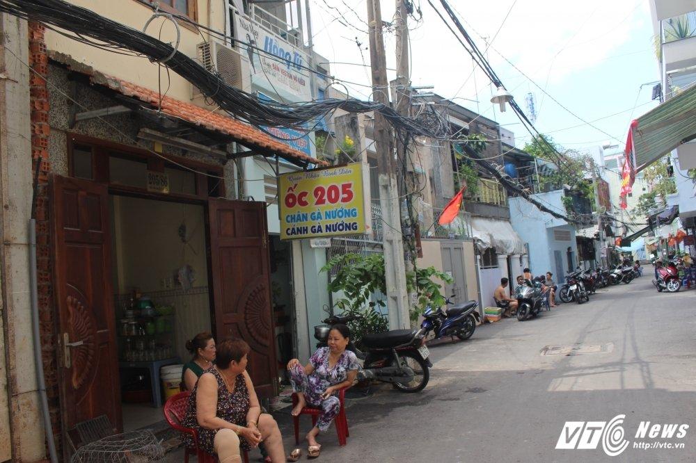 Hai hung canh nguoi dan song duoi 'thong long vien thong' o Sai Gon hinh anh 3