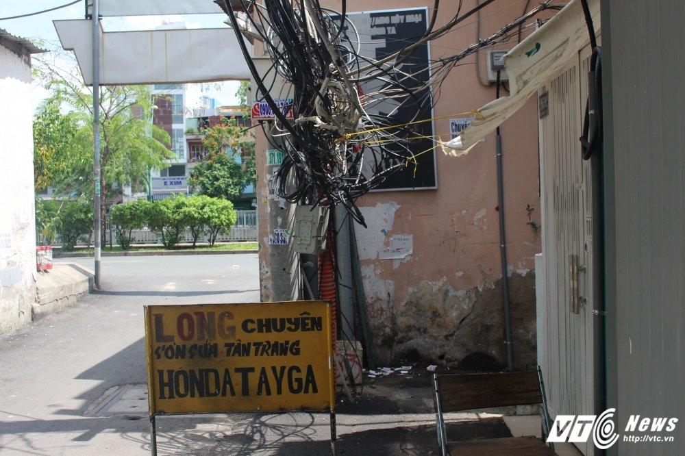 Hai hung canh nguoi dan song duoi 'thong long vien thong' o Sai Gon hinh anh 8