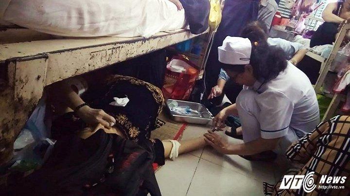 Bẹnh nhan nàm duói gàm giuòng cáp cúu tại Bẹnh viẹn Ung buóu TP.HCM: Ngung cong tác dièu duõng hinh anh 1