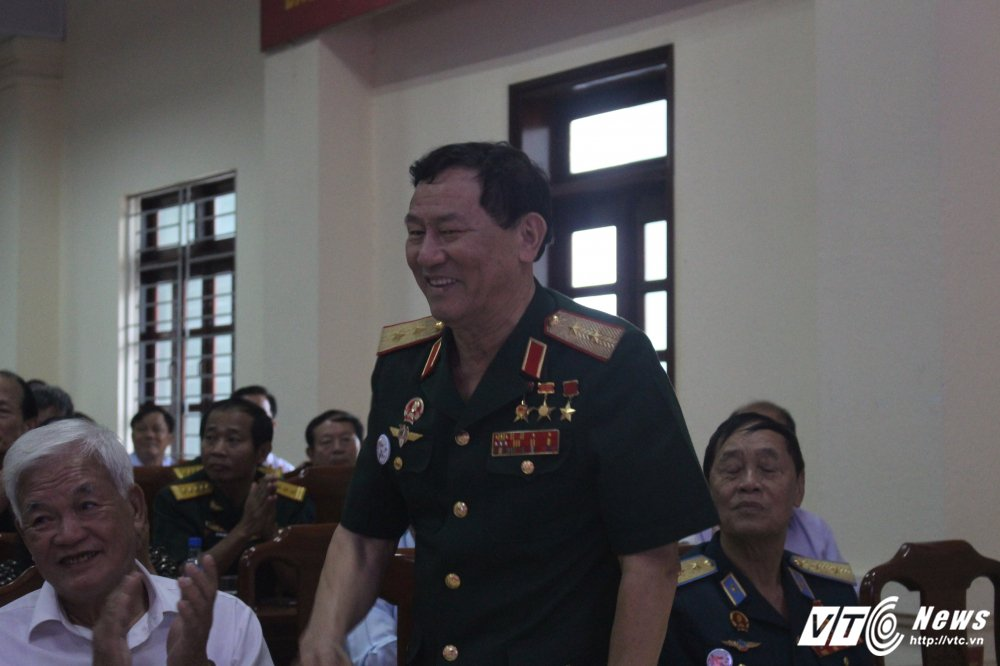 Tran Dien Bien Phu tren khong, Trung tuong Tran Hanh: Bom B52 nem xuong thanh tam tham ruc chay Thu do hinh anh 3