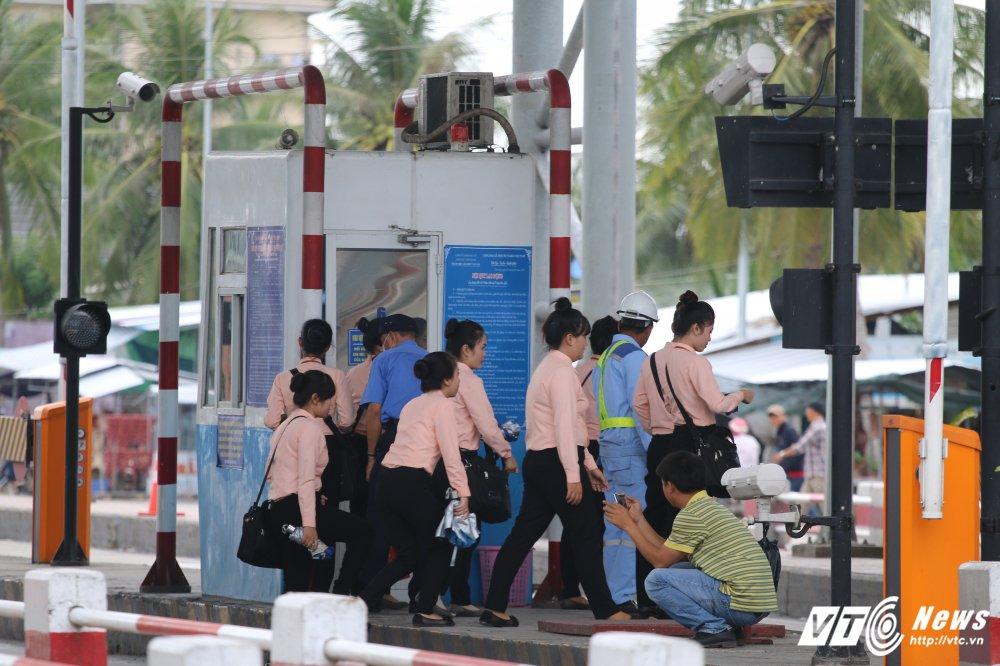 Anh: Nhan vien BOT Cai Lay cuoi rang ro khi xa tram hinh anh 1
