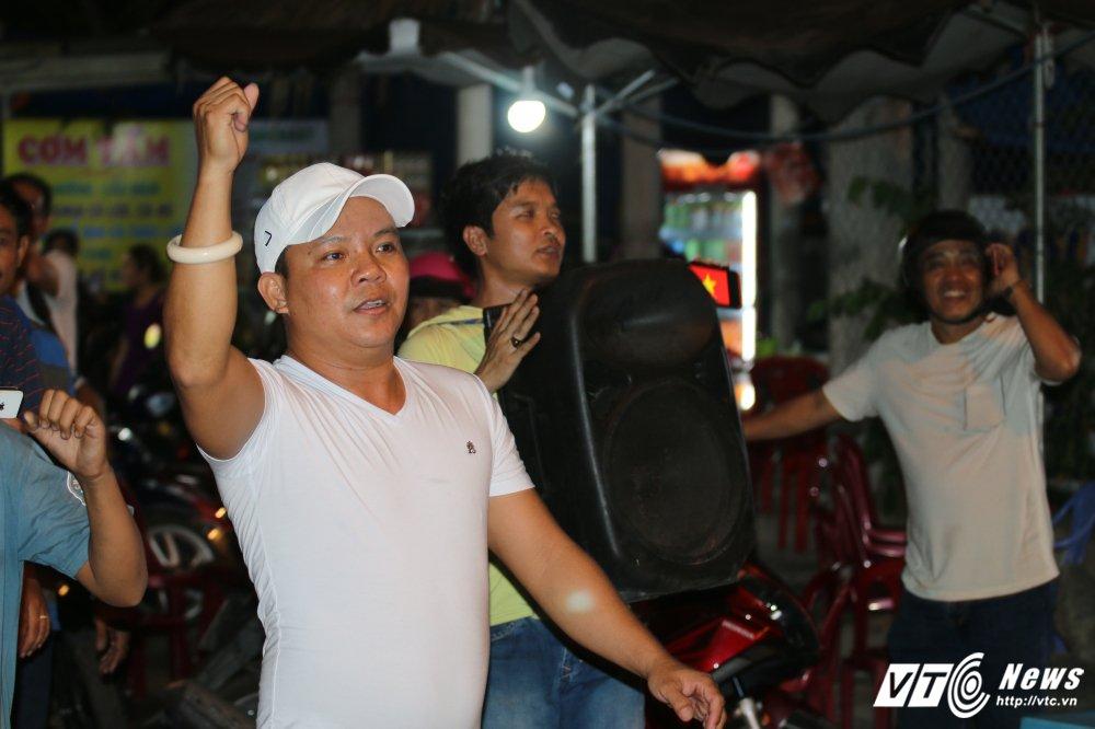 Tai xe om loa thung, dieu hanh reo ho khi Thu tuong quyet dung thu phi BOT Cai Lay hinh anh 2