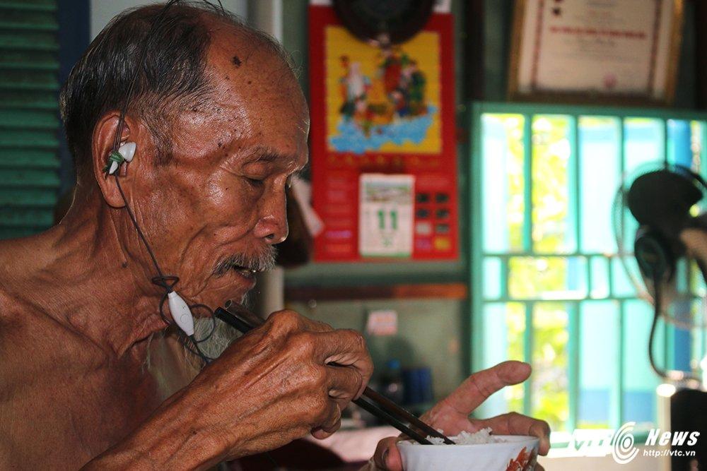 Anh hung phi cong huyen thoai ban roi 7 may bay My: Ky tich chua biet di xe dap da hoc lai may bay hinh anh 6