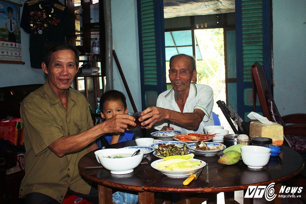 Anh hung phi cong huyen thoai ban roi 7 may bay My: Ky tich chua biet di xe dap da hoc lai may bay hinh anh 7