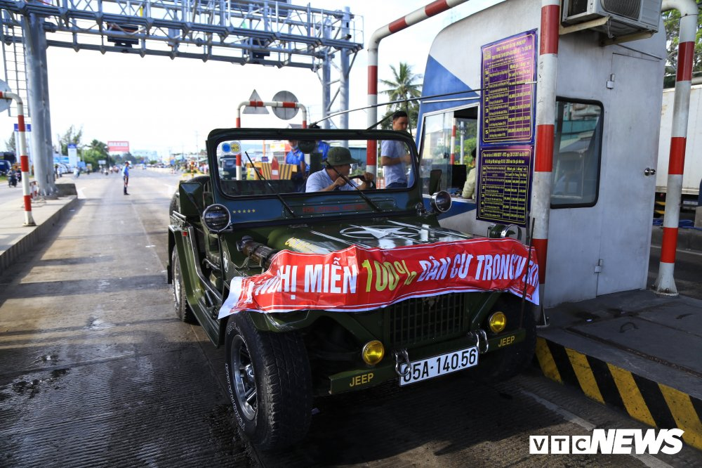Tai xe mang tien le, cang ban ron phan doi tram BOT Can Tho - Phung Hiep hinh anh 1