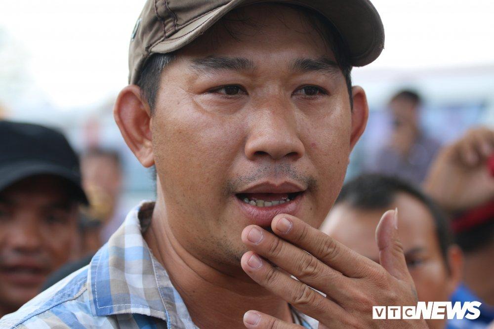 Hon loan tai BOT Soc Trang: Xuat hien nguoi la danh tai xe roi tron vao tru so tram thu phi hinh anh 5