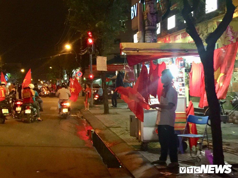 U23 Viet Nam vao chung ket, dan buon ban kiem bon tien hinh anh 3