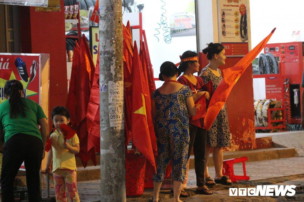U23 Viet Nam vao chung ket, dan buon ban kiem bon tien hinh anh 4