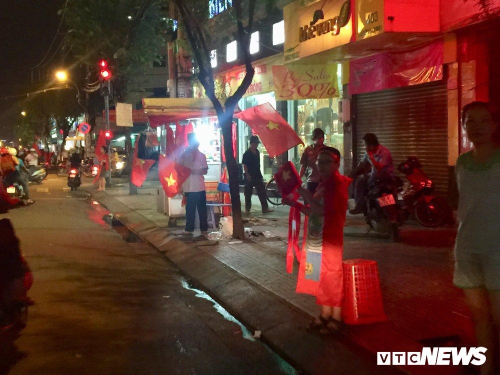 U23 Viet Nam vao chung ket, dan buon ban kiem bon tien hinh anh 2