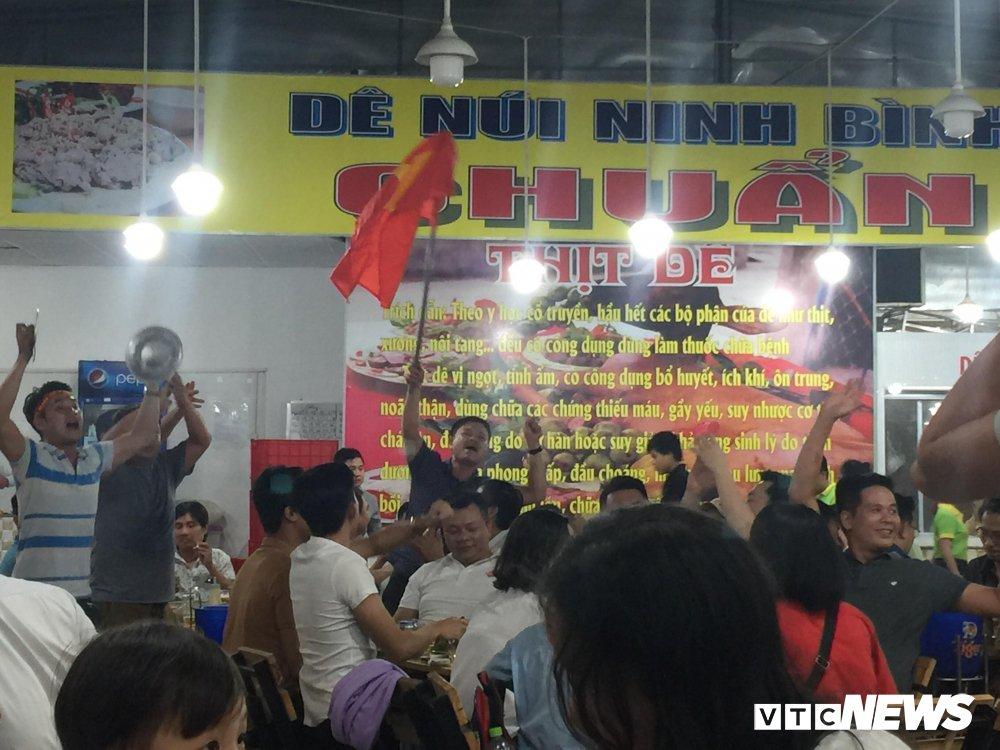U23 Viet Nam vao chung ket, dan buon ban kiem bon tien hinh anh 10