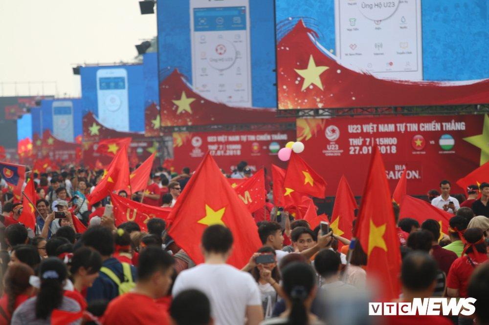 Truc tiep: Khong khi xem tran chung ket U23 Viet Nam - U23 Uzbekistan tren ca nuoc hinh anh 40