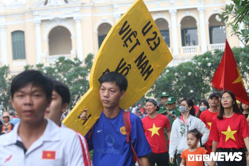 Truc tiep: Khong khi xem tran chung ket U23 Viet Nam - U23 Uzbekistan tren ca nuoc hinh anh 46