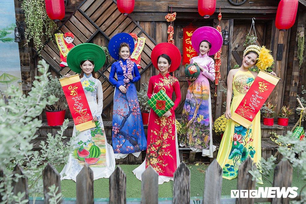 Thieu nu Sai Gon xinh dep mac ao dai truyen thong don Tet co truyen hinh anh 10
