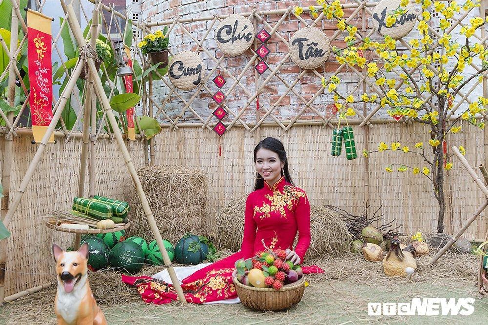 Thieu nu Sai Gon xinh dep mac ao dai truyen thong don Tet co truyen hinh anh 5
