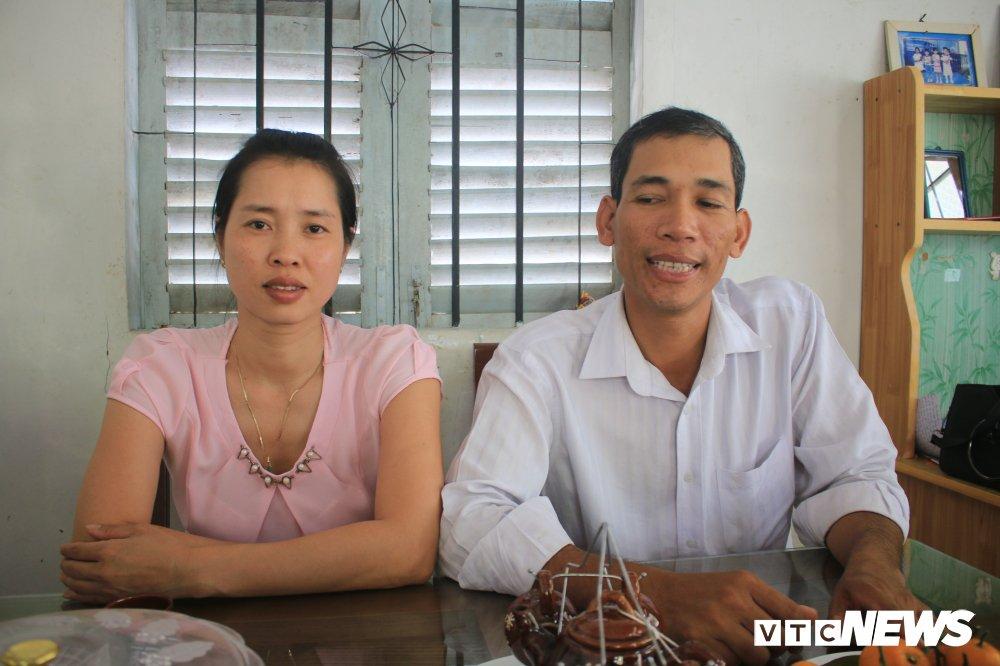 'Ong chu' ban ve so dao o mien Tay thi dau cong chuc: Gioi tieng Anh va Tin hoc hinh anh 4