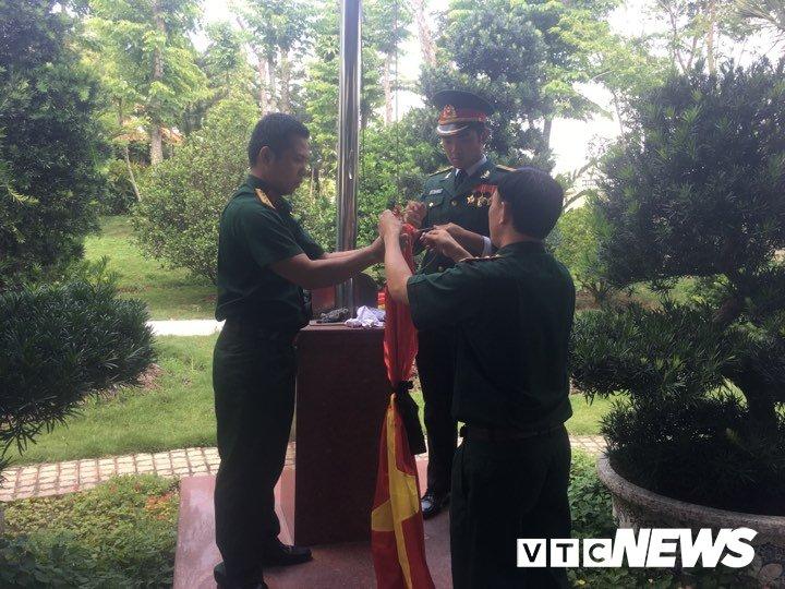 Hang nghin nguoi dan vieng co Thu tuong Phan Van Khai tu sang som hinh anh 11