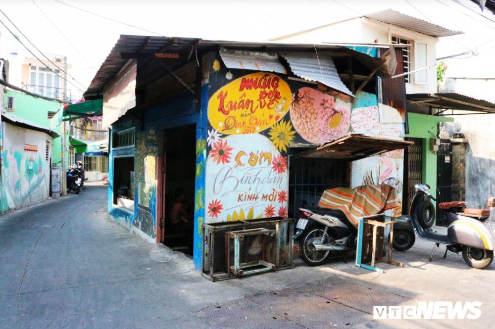 Gap hoa si 'dien', nua dem mang co di 'thay ao moi' cho pho phuong Sai Gon hinh anh 3