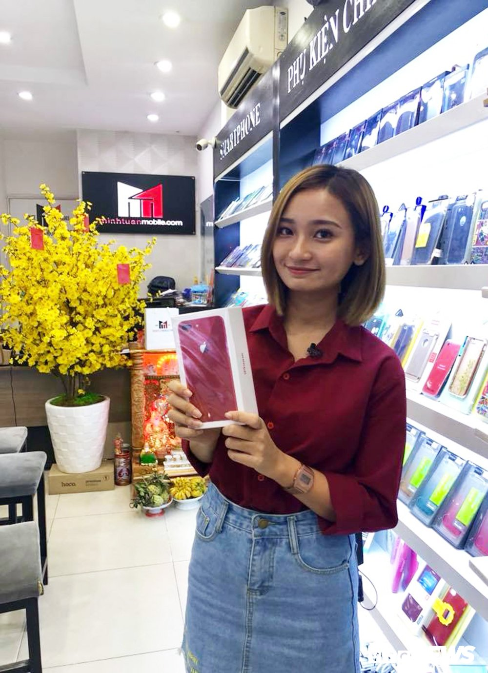 Can canh iPhone 8 Plus mau do dau tien ve Viet Nam hinh anh 10