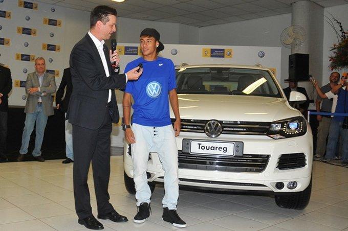 Bo suu tap xe tri gia 1,3 trieu USD cua Neymar hinh anh 7
