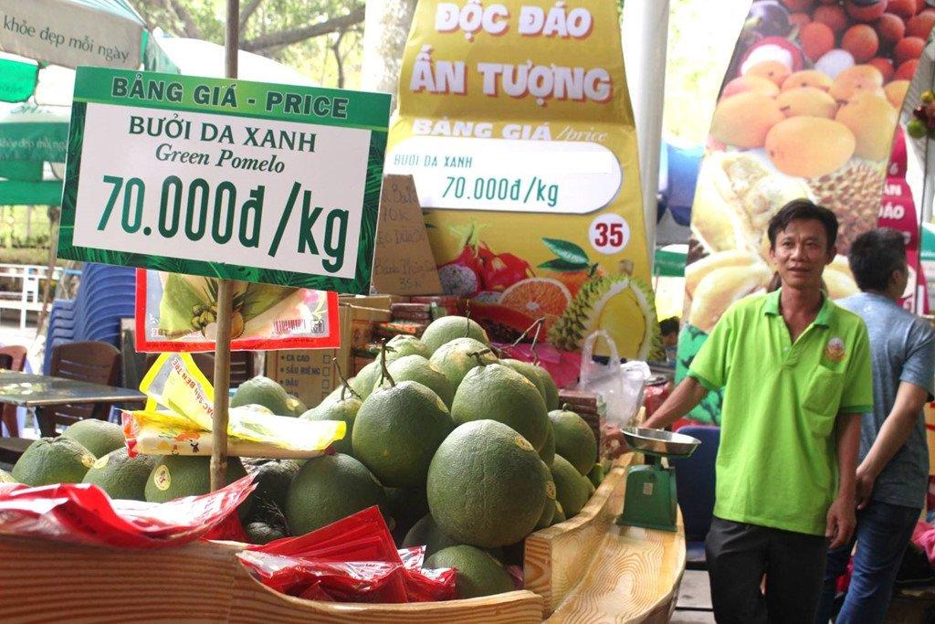 Mut vo buoi Thai hon 600.000 dong/kg, nguoi Viet van san mua hinh anh 2